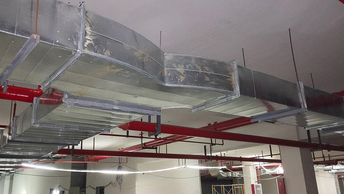 万豫暖通在高淳固城湖螃蟹城地库共板法兰风管安装案例